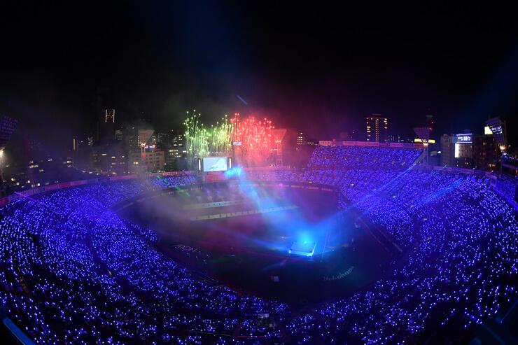 ハマスタが青一色に光り輝く『BLUE☆LIGHT SERIES 2019 Supported By Nojima